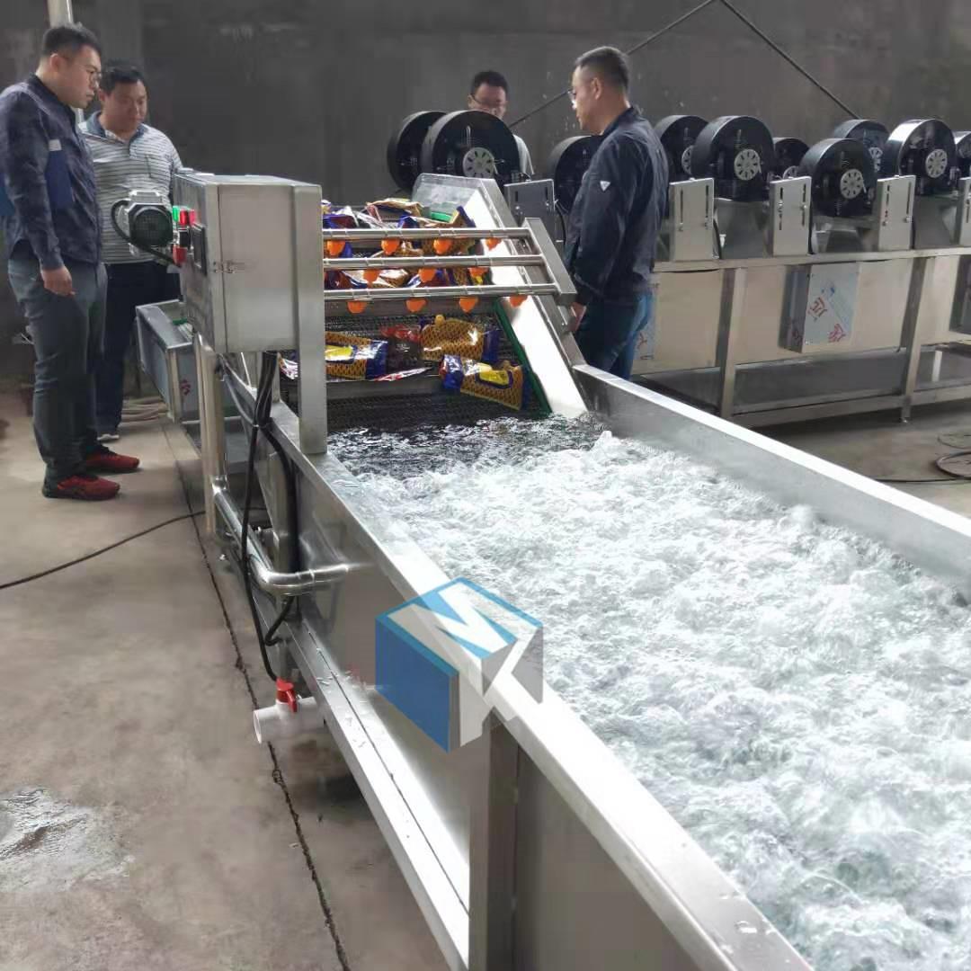 2019新型全自动包装袋去油污清洗机 连续式洗袋风干流水线价格