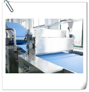 自動夾心餅干機/蘇打餅干生產設/備全自動多功能酥性餅干生產線